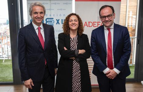 De izqda. a dcha.: Manuel Broseta (Conexus), Mº Mar López Gil (Dpto Seguridad Nacional) y Alberto Zoilo Álvarez, presidente de ADEFAM.
