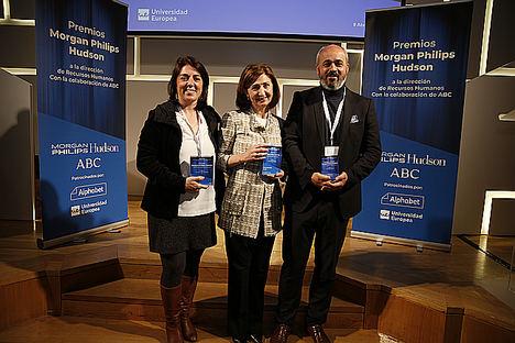 Carmen Polo de Axa y María Llosent de Uquifa, ganadoras de los XII Premios Morgan Philips Hudson-ABC a la dirección de Recursos Humanos