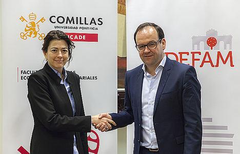 María Teresa Corzo (Icade Comillas) y Alberto Zoilo Alvarez (presidente de Adefam).
