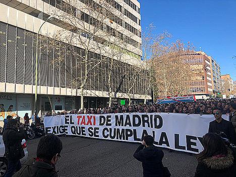 El sector del taxi de Madrid anuncia un referéndum para decidir si llevará a cabo un paro indefinido