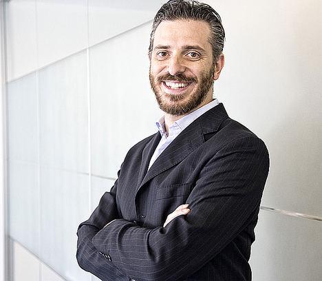 Marco Marlia, galardonado como mejor emprendedor en los premios 'Rising Stars Awards'