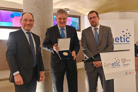 AMETIC otorga su VI Medalla de Oro al empresario vasco, José Mª Aldecoa