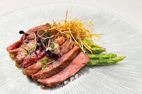El menú degustación del restaurante El Gato Canalla, del Hotel Indigo Madrid Gran Vía, ofrece la mejor combinación gastronómica por tan solo 29€