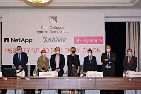 Mesa de ponentes AMETIC, Club Diálogos para la Democracia.