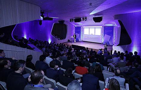 Tecnología, Servicios y Banca, sectores líderes en la adopción de Inteligencia Artificial