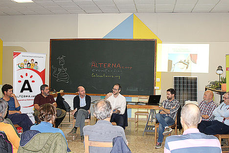 Miembros de la cooperativa en la presentación de la campaña.