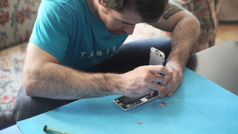 TABILI, servicio de reparación de móviles y tablets en el domicilio, desembarca en Barcelona