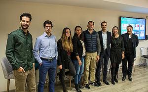 De izqda. a dcha.: Toni Gimeno, director de Inbound Recruiting y Marketing Digital en Adecco, y co-fundador de Talent Clue; Tiago Santos, CPO en Cooltra; Constanza Vannutelli, responsable de innovación en Utopicus; Sandra Arévalo, CEO & fundadora de Wisar; Oscar Macia, CEO & Co-fundador de ForceManager; David Tomás, CEO & Co-fundador de CyberClick; Helena Torras, CEO & Co-fundadora de B-Wom y miembro de la Junta Directiva de Barcelona Tech City; y Juan Manuel Chicote, co-director de RRHH en DKV.
