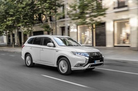 El Mitsubishi Outlander PHEV ahora más asequible