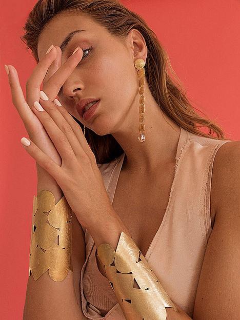El lujo internacional de Santa Eulalia acoge las joyas de PaolaQ