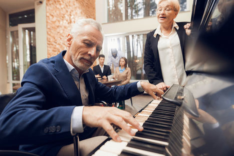 Cómo la música beneficia la salud en las personas mayores