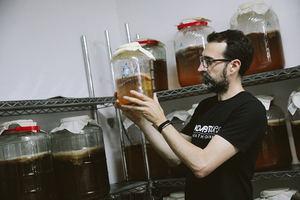 La compañía Mūn Ferments produce la kombucha con menos azúcar residual del mercado europeo