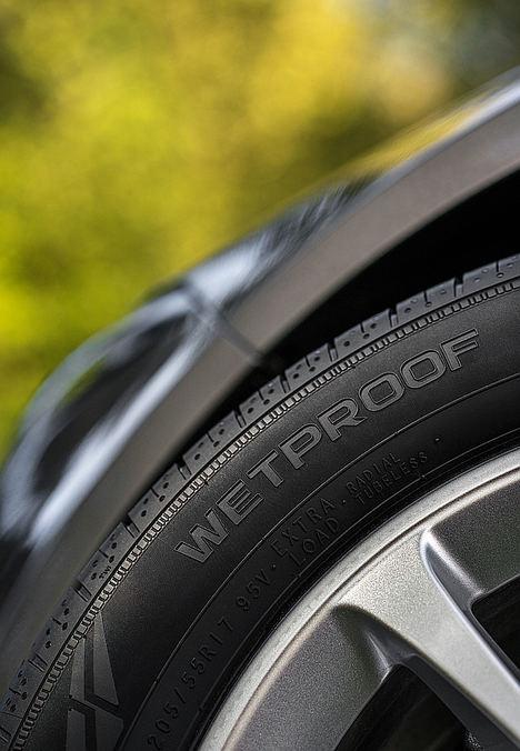 Los nuevos neumáticos Nokian Powerproof y Nokian Wetproof – una maniobrabilidad y una conducción absolutamente revolucionarias, y paz y tranquilidad a la hora de circular en las carreteras de Europa Central