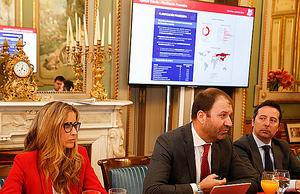 De izqda. a dcha.: Elvira López de Lara, sponsor del proyecto, Raúl Costilla, Director General Comercial de MAPFRE ESPAÑA y Francisco Calderón, director de desarrollo del negocio de salud de MAPFRE ESPAÑA.