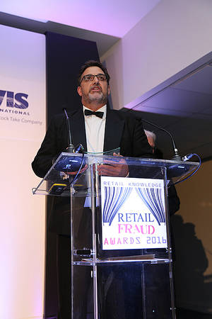 Neville Payne recoge premio Retail Fraud Award
