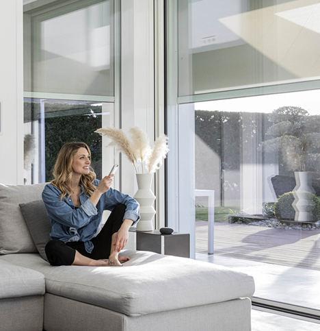 El sistema de automatización para persianas interiores que logra un ambiente de ensueño en tu casa inteligente