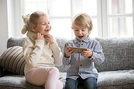 El 70% de los niños menores de 15 años tienen teléfono móvil