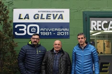 Salvador Pujol (izquierda) y Albert Zanini (derecha), los dos cogerentes que siguen la labor de Josep Traserra (centro).