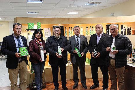 El consejero de Agricultura de la Junta de Andalucía destaca el proceso de unión de las almazaras históricas de Torredelcampo a través de Oleocampo