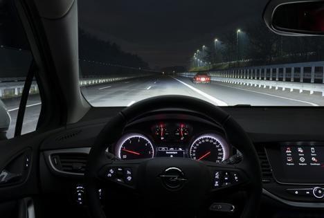El Opel Astra convierte la noche en día
