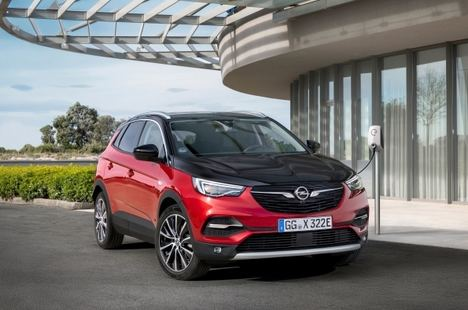 Opel Corsa-e y Grandland X Hybrid