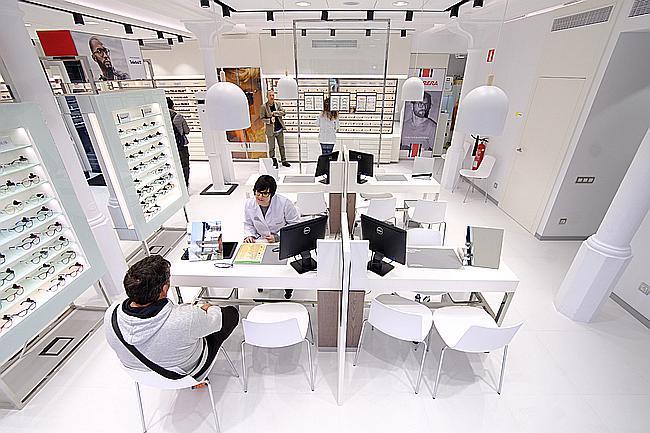 a23f13450cb01 Óptica   Audiología Universitaria abre en El Vendrell y cierra el ...