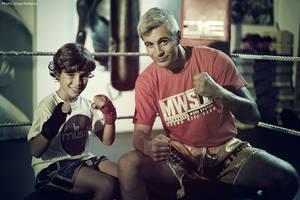 Oscar Biel, campeón del mundo de Kickboxing, inaugura un nuevo gimnasio en Sabadell