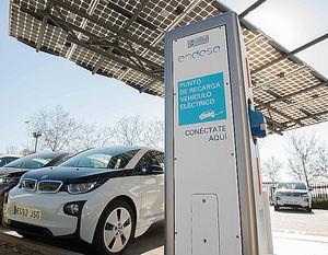 Parking de vehículos eléctricos de la sede de Endesa en Madrid.