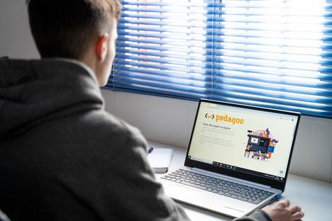 Pedagoo lanza un modelo digital de evaluación simplificada para centros educativos