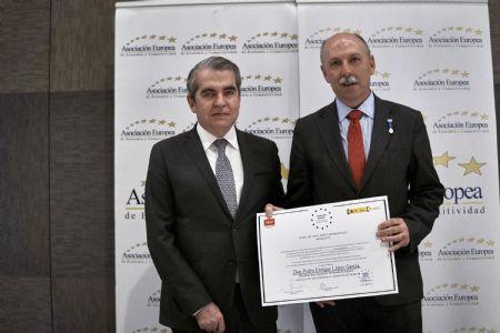 Pedro E. López, distinguido con la Medalla de Oro al Mérito en el Trabajo