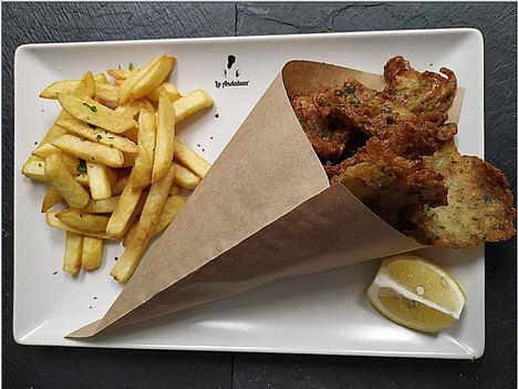 La Andaluza del Paseo Pintor Rosales, un rincón donde saborear el auténtico pescaíto frito del sur