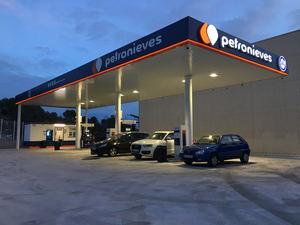 Petronieves abre nueva gasolinera en Sitges