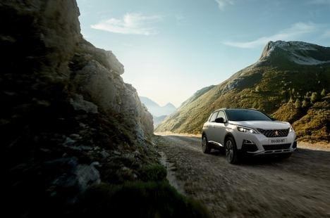 Con el nuevo Peugeot 3008 Hybrid4, al mal tiempo buena cara