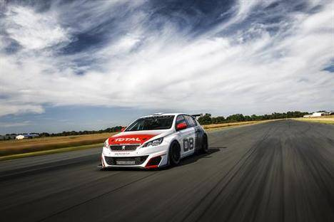 Peugeot 308 Racing Cup en la recta más larga de Europa
