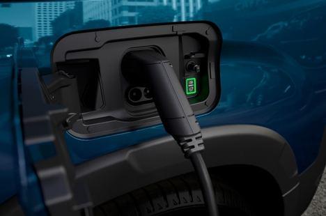 Pregunta de Peugeot: ¿Se puede cargar un coche electrificado en casa con placas solares?