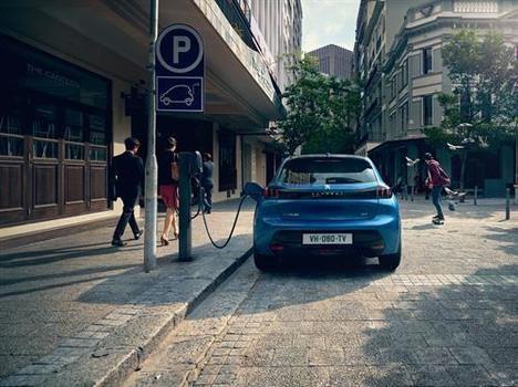 Las 8 claves de la conducción de un coche eléctrico según Peugeot