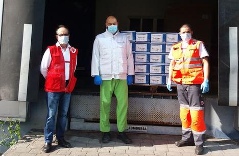 Pharmadus dona 13.000 infusiones a Cruz Roja para colaborar en el reparto de comida a domicilio