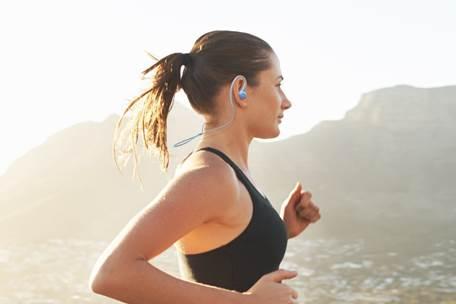 Pioneer presenta los E6, sus coloridos auriculares deportivos wireless