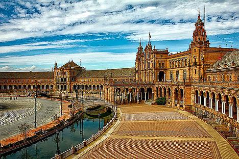 Los holandeses y los británicos, entre los europeos que más anticipadamente reservan su alojamiento para visitar España