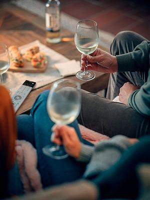 ¿Por qué existen contradicciones en los estudios sobre vino y salud?