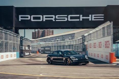 El Porsche Taycan invitado a la Fórmula E