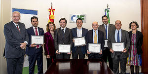 """Foto de grupo de ganadores del premio a las """"10 Iniciativas sociales más innovadores en 2018 en Iberoamérica""""."""