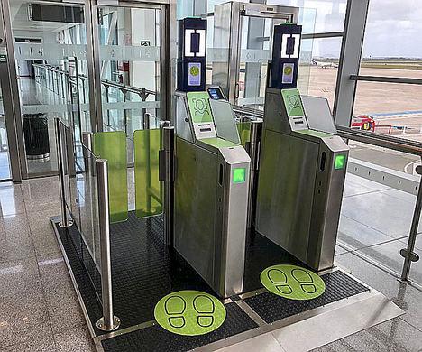 everis ADS y dormakaba implementan el primer sistema de autoembarque biométrico en un aeropuerto español