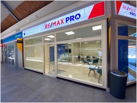 REMAX Pro oficina ubicada en un Centro Comercial operado por Carmila en Las Rozas de Madrid.
