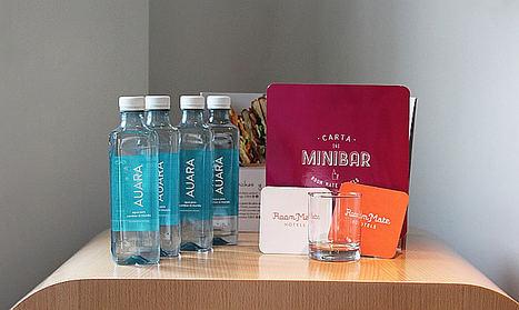Room Mate Hotels elige el agua solidaria AUARA como uno de sus pilares dentro de su plan de sostenibilidad