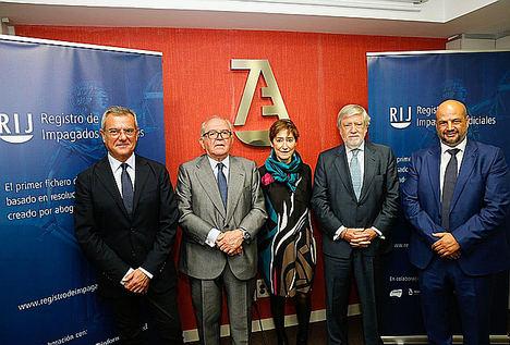 De izqda. a dcha.: Rafael Bonmati, Eduardo Serra, Victoria Ortega, Juan María Sainz y Enrique Zarza.