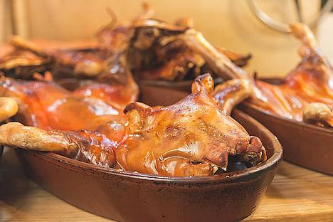 Raimundo Sánchez aconseja los platos de barro para presentar las recetas de Navidad