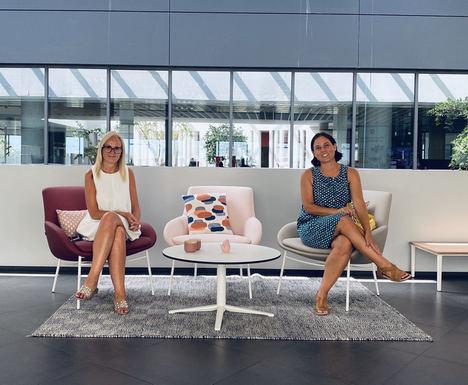 Rebeca Fdez. Farpón (izqda.), Gerente de IFMA España y Soledat Berbegal, Co-Fundadora de Women in Office Design Spain.