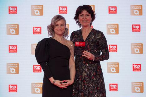 Recogió el premio Elisabetta Parroco, Talent Management Director (dcha.).