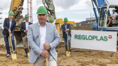 """Christian Eckert, CEO: """"Este acto de colocación de la primera piedra hace realidad nuestra Fábrica Inteligente""""."""
